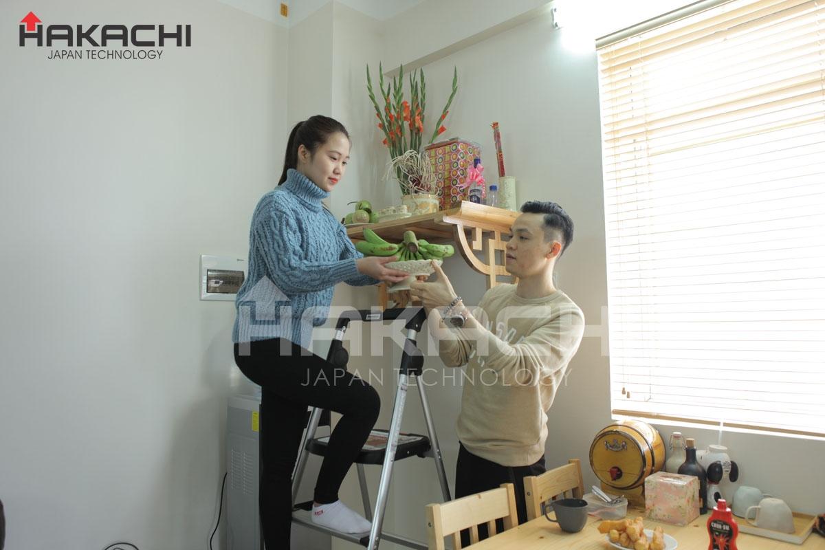 Cách chọn và sử dụng thang ghế thắp hương trong phòng thờ
