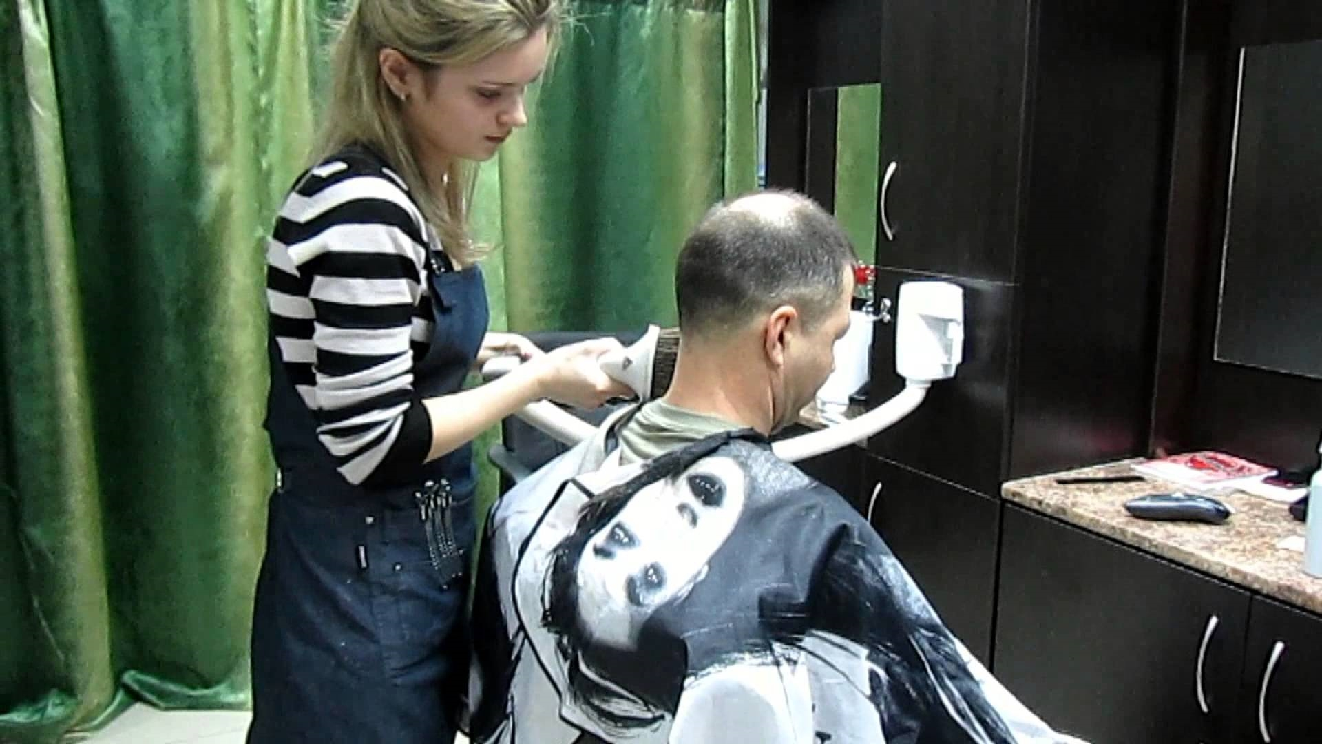 Lực hút khỏe, bộ lọc tốt - tiêu chí hàng đầu để mua máy hút bụi cho salon tóc